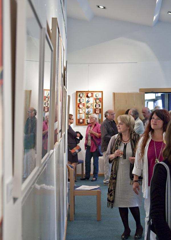 Reges Interesse an den Werken der Künstler